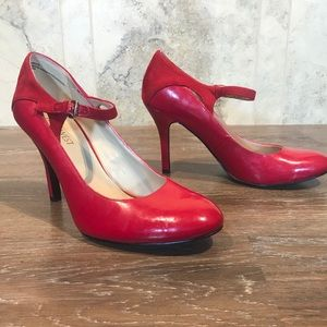 5/$20 Nine West Cute Red Heels, Size 7